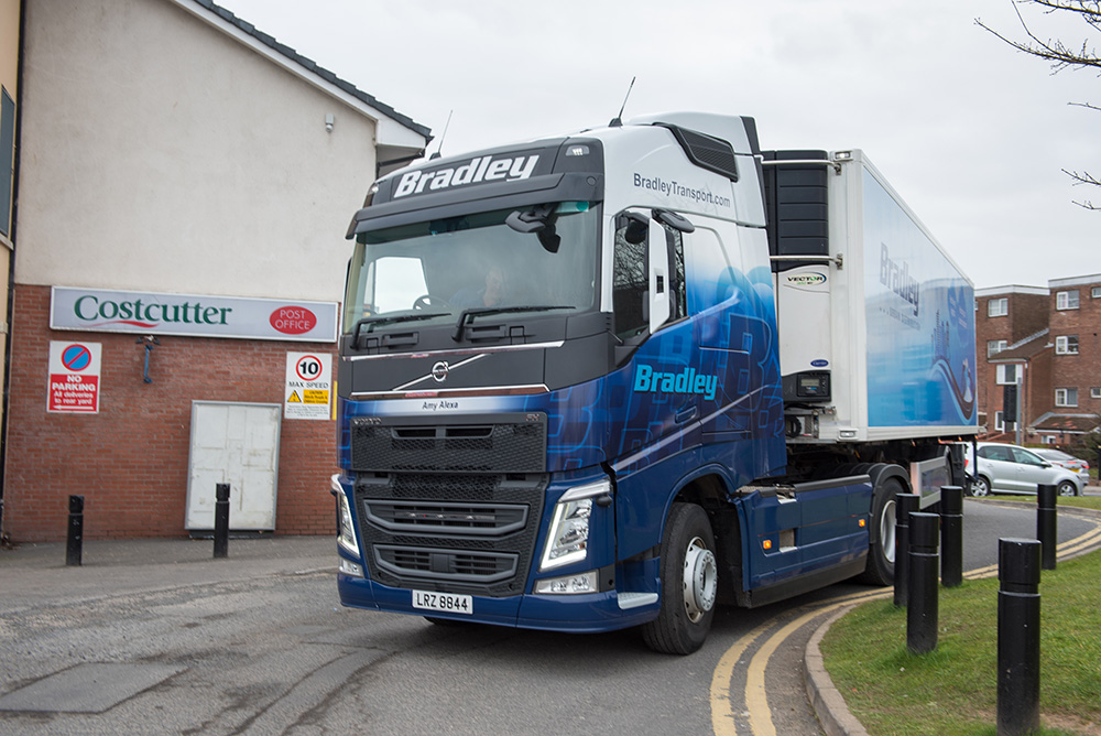 bradley-transport-urban-distribution-trailer-belfast-city-centre-costcutter-store