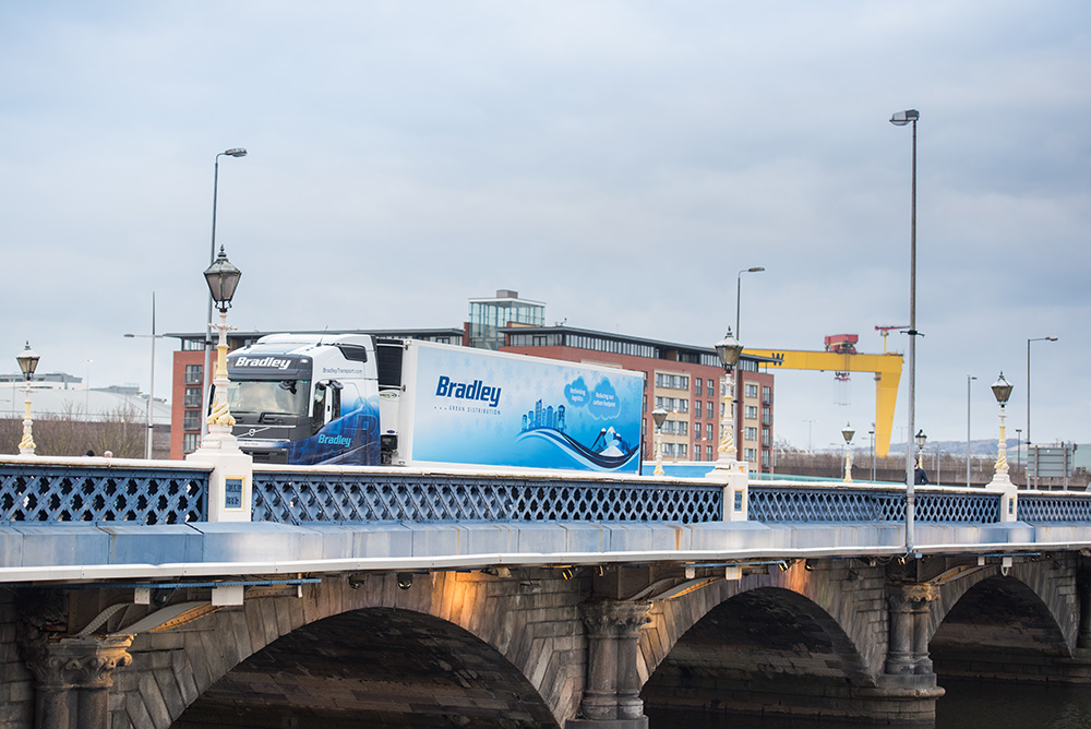 bradley-transport-urban-distribution-trailer-belfast-city-centre-lagan-bridge-2