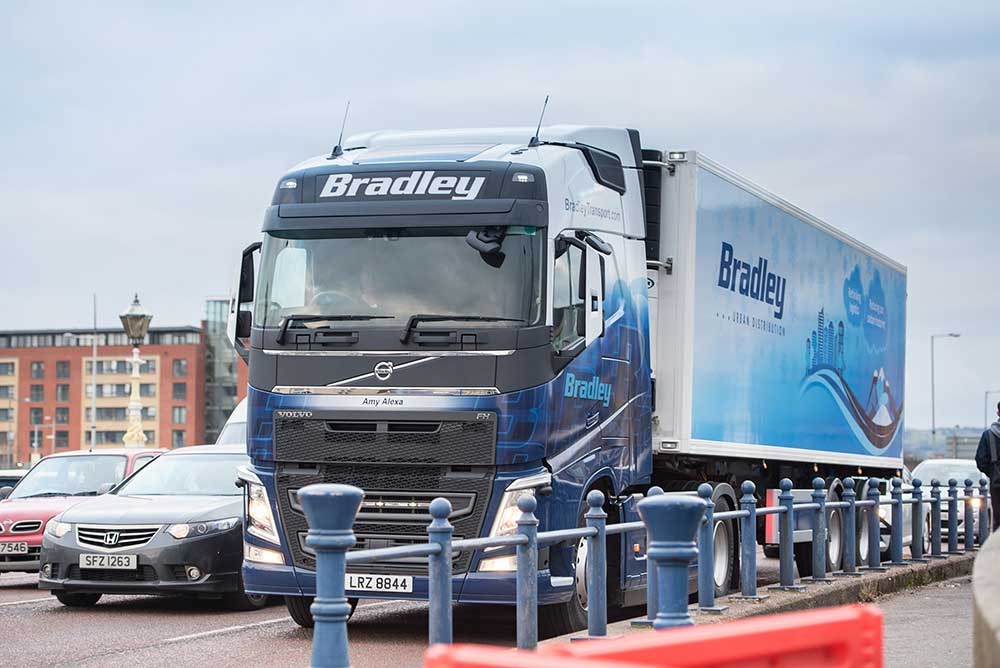 bradley-transport-urban-distribution-trailer-belfast-city-centre-bridge