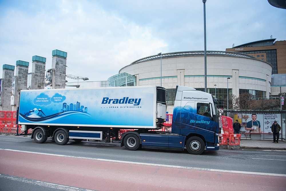bradley-transport-urban-distribution-trailer-belfast-city-centre-waterfront-hall