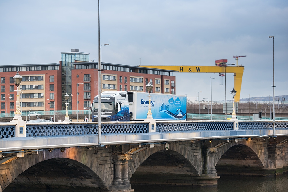 bradley-transport-urban-distribution-trailer-belfast-city-centre-lagan-bridge-harland-and-wolff-crane